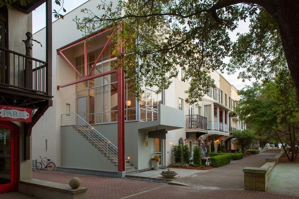 Экстерьер трехэтажного загородного дома во Флориде3