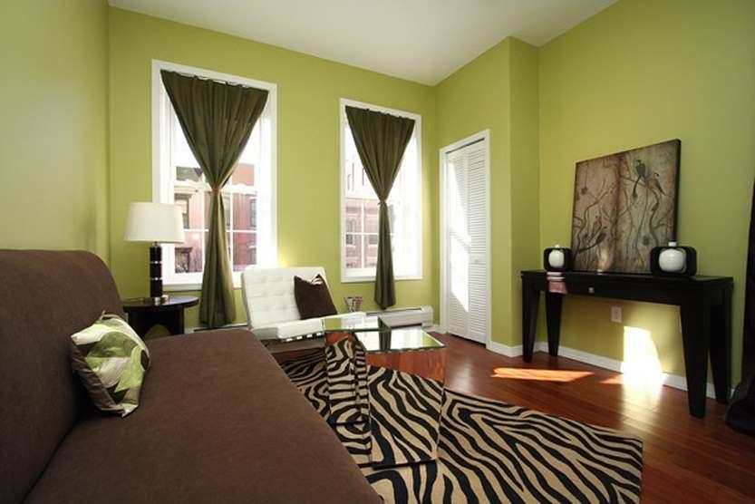 зеленый цвет в интерьере гостиной1