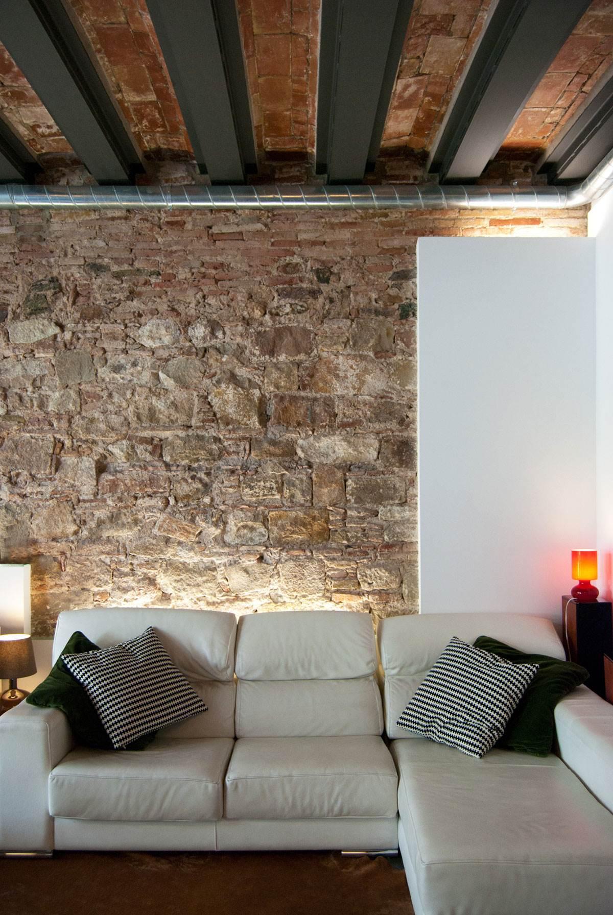 Кирпичная стена в современном интерьере13