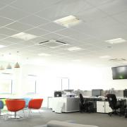 реечные потолки в современном интерьере