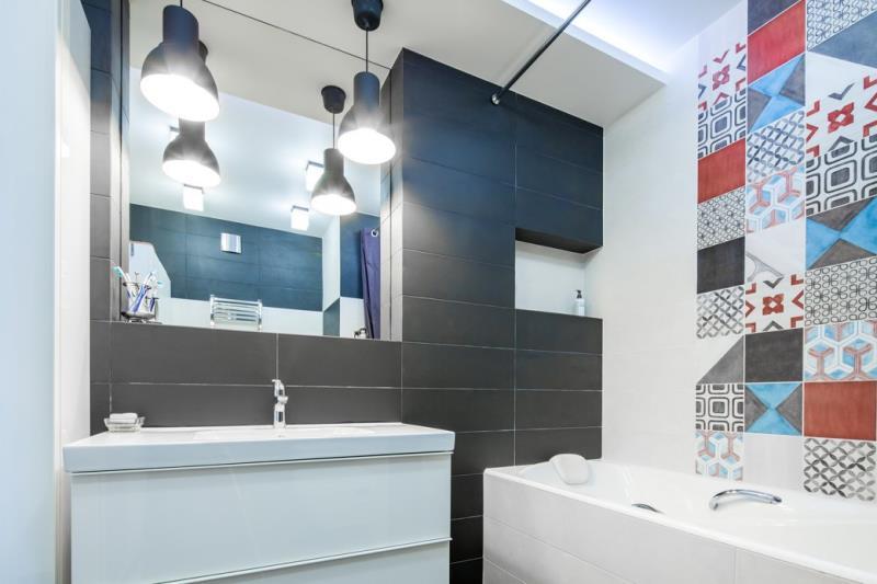 Современная квартира площадью 42 кв.м. в минималистичном стиле акриловая ванна