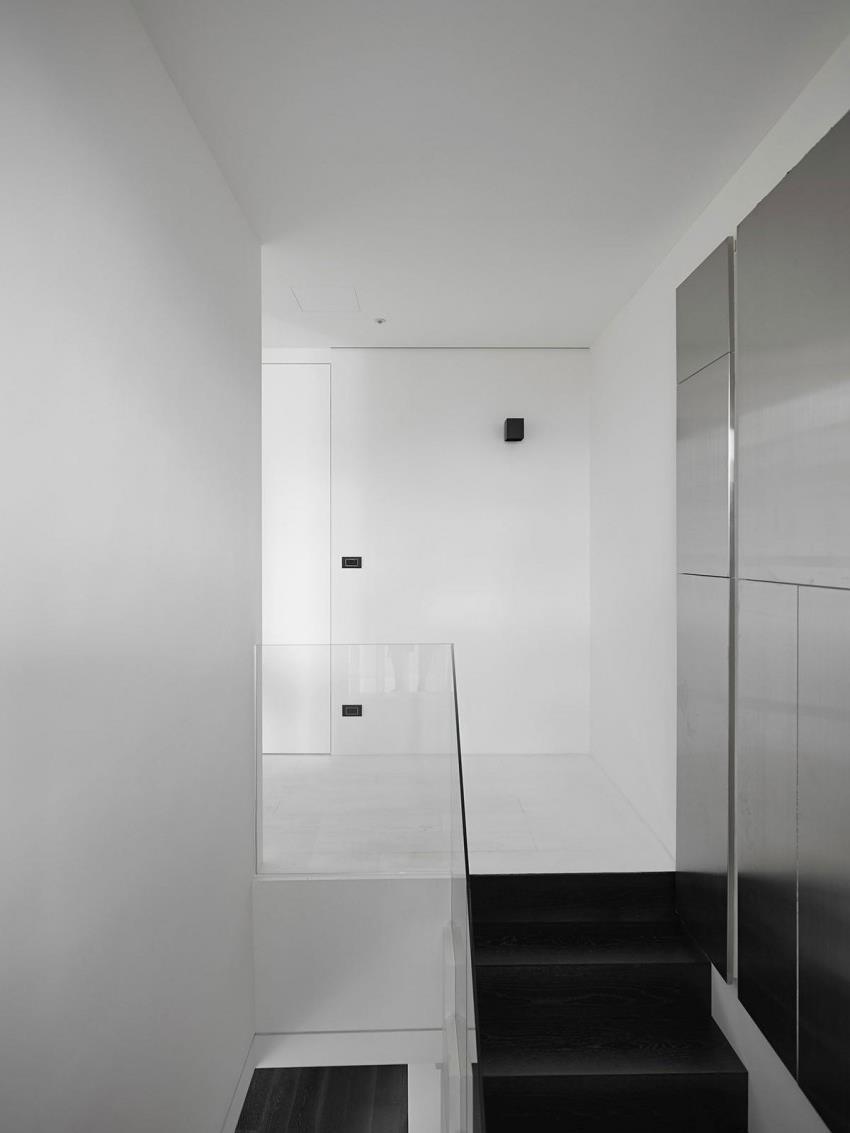 Интерьер современной квартиры приправленный красками (9)