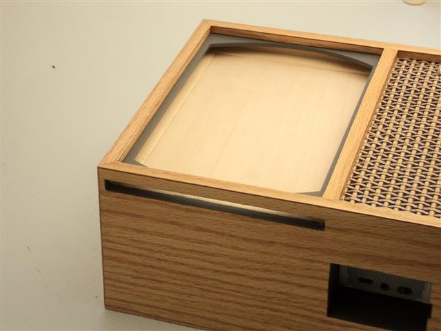 Док станция для iPad mini в виде телевизора из 50-х