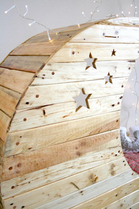 Кроватка для младенца из старых поддонов