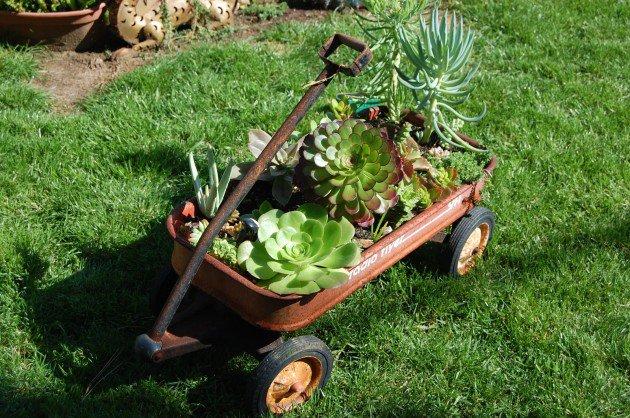35 Завораживающих садовых горшков из старых вещей