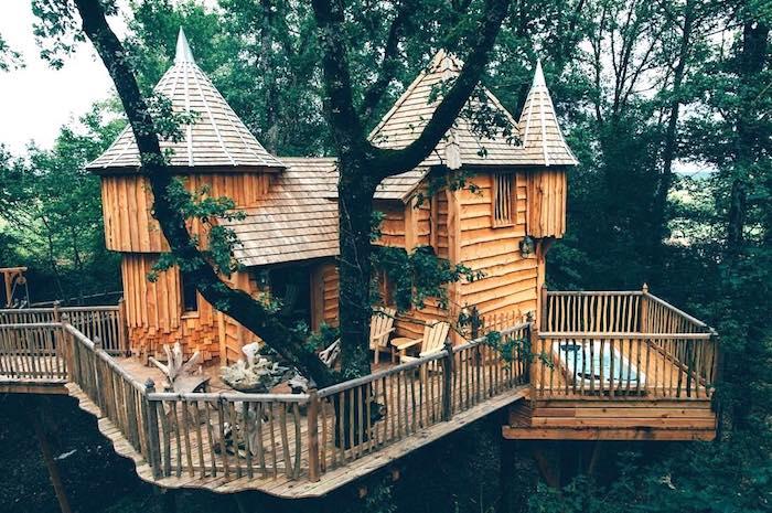 Крохотный кукольный дом на дереве