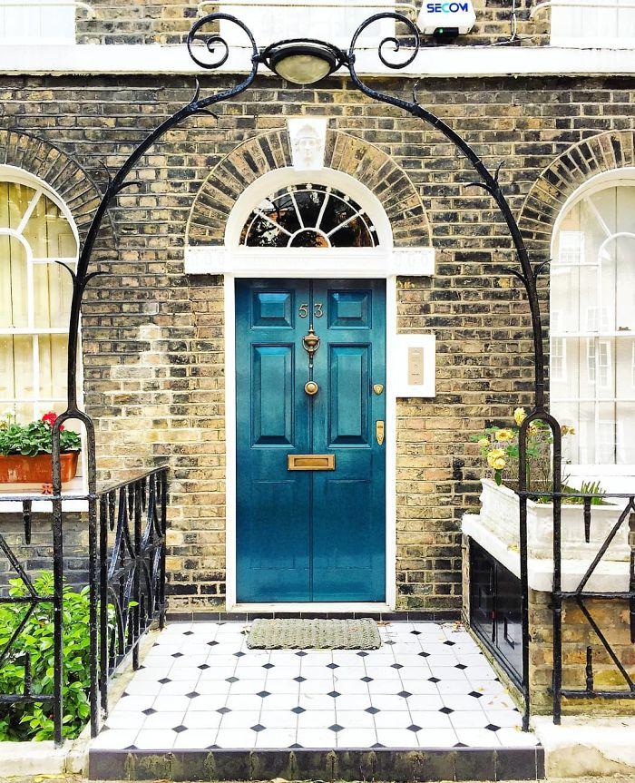 Эта женщина фотографирует самые красивые двери Лондона