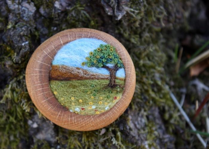 Деревянная брошь с пейзажами {Lisa Jordan}