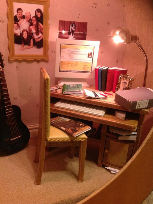 Креативный подарок: Кукольный домик в гитаре