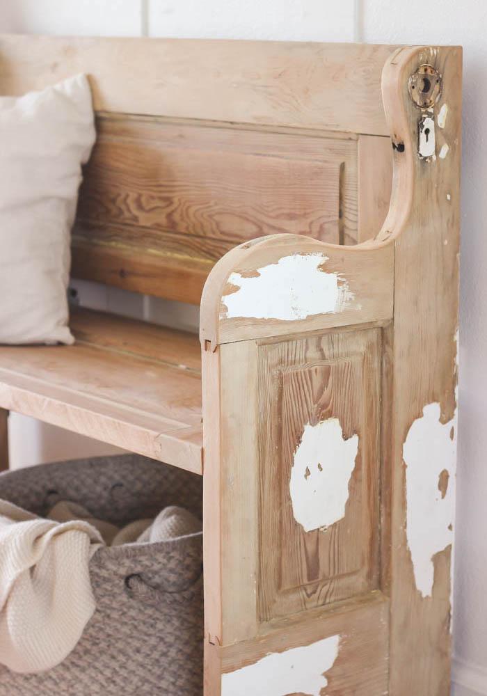 Как сделать скамью из старой деревянной двери